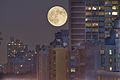 Jul 9, 2009 - Full moon over 96th St.jpg