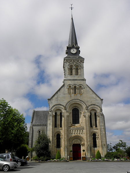Église Saint-Martin de Juvigné (53). Façade principale.