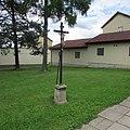 Kříž v Nádražní ulici v Chýnově (Q80456845) 02.jpg