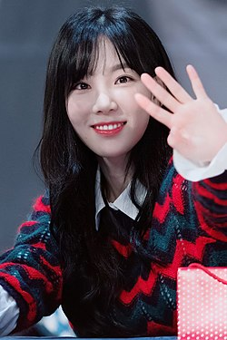 Kim Tae-yeon at a fansigning event on December 17, 2017 (4).jpg
