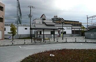 Kujō Station (Nara) - The west entrance of Kintetsu Kōriyama Station—May 2007