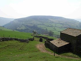 Kisdon Hill from Pennine Way 1.jpg