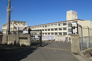 Kobe City Momoyamadai junior high school.jpg