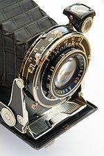 Fotocamera Kodak Vollenda 620, risalente agli anni trenta.