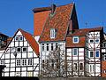 Kramerstraße Hannover Blick von der Einfahrt des Forums Niedersächsischer Landtag auf die Fachwerkhäuser.jpg