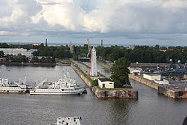 Kronstadt from east to west with a Cruiseship 0088.JPG