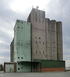 Lantmännens silo i Falköping 8538.jpg