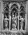 Lautenbach Katholische Wallfahrtskirche Maria Krönung Hochaltar Madonna auf der Mondsichel, Johannes dem Täufer und Johannes der Evangelistl von Heinrich Yselin (um 1488).jpg