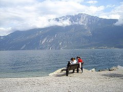 Limone girls studying - panoramio.jpg