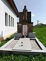 Lipová (ZL), pomník 2.jpg