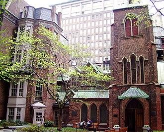 Church of the Transfiguration, Episcopal (Manhattan) - Image: Little Church Around the Corner west courtyard
