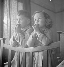 Luxembourgers in England- Evacuees in Surrey, 1942 D11110