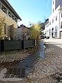 Lyon 9e - Impasse de l'Horloge, ruisseau qui sort par une plaque et entre par une autre.jpg