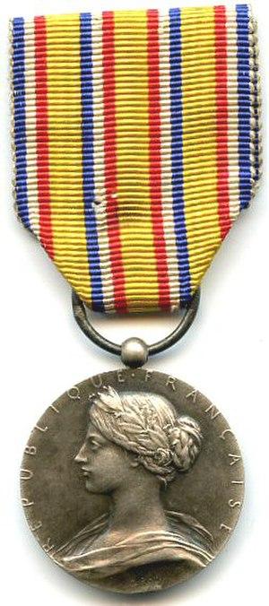Honour medal for firefighters - Image: Médaille d'honneur des Sapeurs Pompiers 1900 1935