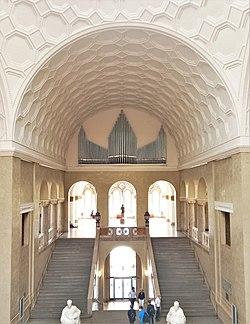 München-Maxvorstadt, LMU Lichtsaal (Weiße-Rose-Orgel, Steinmeyer) (7).jpg