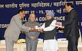 "Manmohan Singh presented President's Police medals for distinguished service, at the ""All India Conference of Directors General Inspectors General of Police-2013"", in New Delhi. The Union Home Minister (2).jpg"
