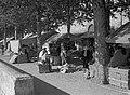 Markttentjes en handelaren op de Quai Docteur Gailleton, Bestanddeelnr 191-0438.jpg
