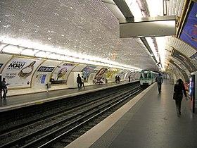 Kajoj de metrostacio Tolbiac, linio 7, Parizo