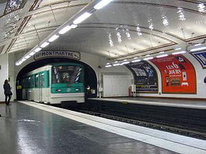 Notre-Dame-des-Champs (Paris Métro) - Image: Metro Paris Ligne 12 Station Notre Dame des Champs Un MF 67 entre en station