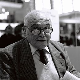 Michel Déon au salon du livre de Paris 2012.jpg