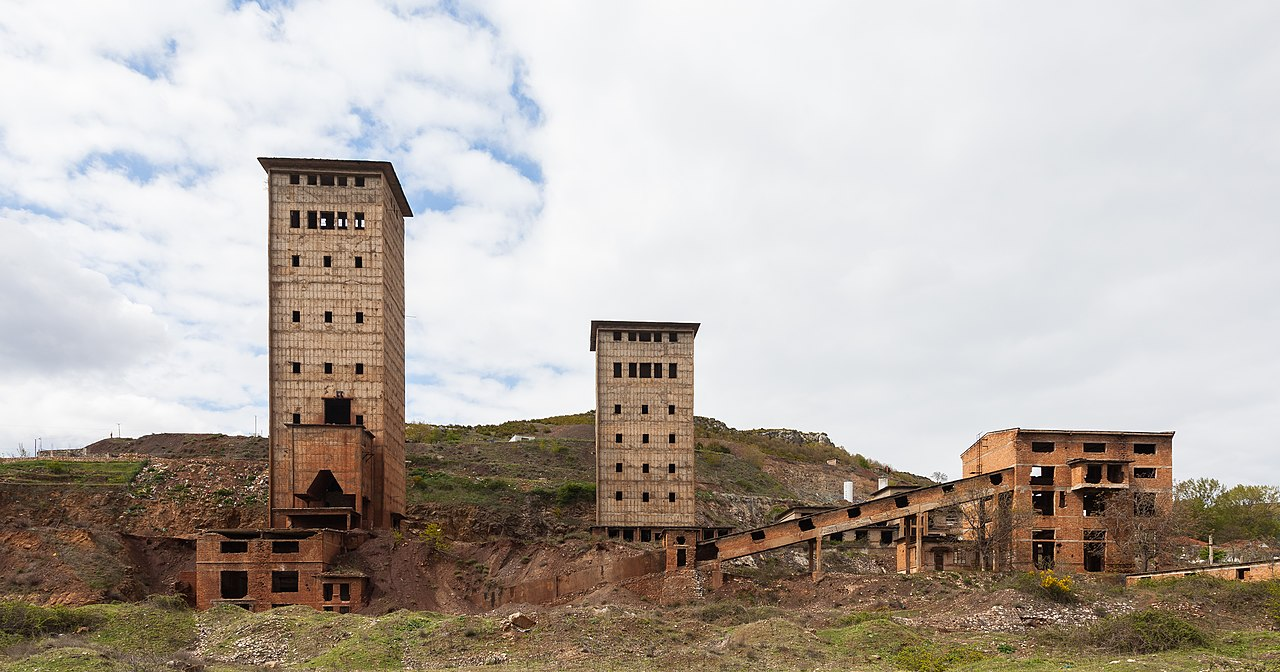 Mina de cromo abandonada, Perrenjas, Albania, 2014-04-17, DD 02.JPG