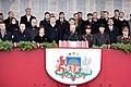 Ministru prezidents Valdis Dombrovskis vēro Nacionālo bruņoto spēku vienību militāro parādi 11.novembra krastmalā (6357756895).jpg