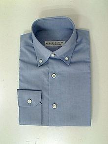 Típica «camisa Oxford» masculina. 0348ba62d5e