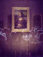 Museum visitors viewing the Mona Lisa through security glass (prior to 2005 move)