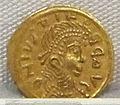 Moneta aurea barbarica a imitazione di coni bizantini, a nome di giustinio II, 565-578.JPG