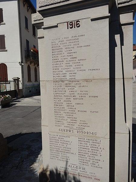 Vue du monument aux morts de Tenay