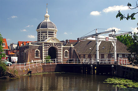 Leiden's west gate, the Morspoort Morspoort-Leiden.jpg
