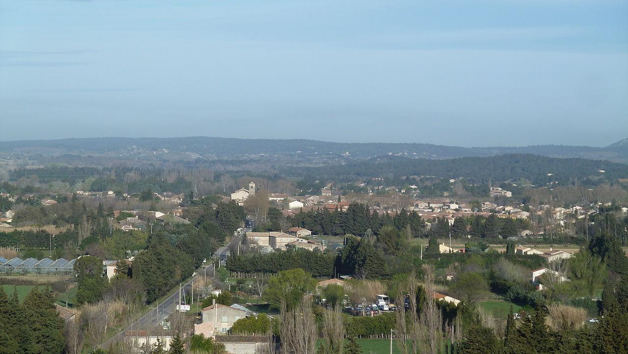 Vue générale de Mouriès depuis l'ouest