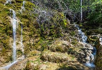 Nacimiento del río Cuervo, Vega del Codorno, Cuenca, España, 2017-05-22, DD 10-12 HDR.jpg