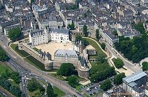Château des ducs de Bretagne - Image: Nantes aérien château 3