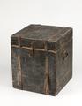 Nattstol (potta) i form av låda från 1700- talet - Skoklosters slott - 95284.tif