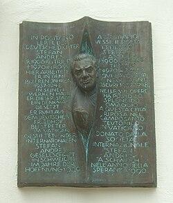 Niederpruemer-hof-stefan-andres-gedenktafel.jpg