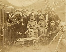 Nine men on deck of the Southern Cross 1899.jpg