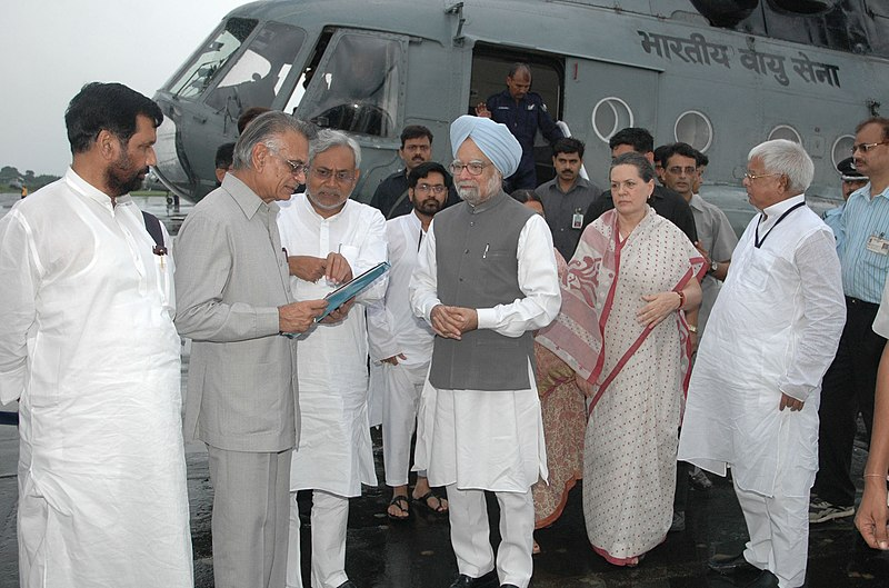 File:Nitish Kumar discussing with the Prime Minister, Dr. Manmohan Singh and the Union Home Minister, Shri Shivraj V. Patil about the relief operations on flood-affected areas, in Bihar, August 28, 2008.jpg