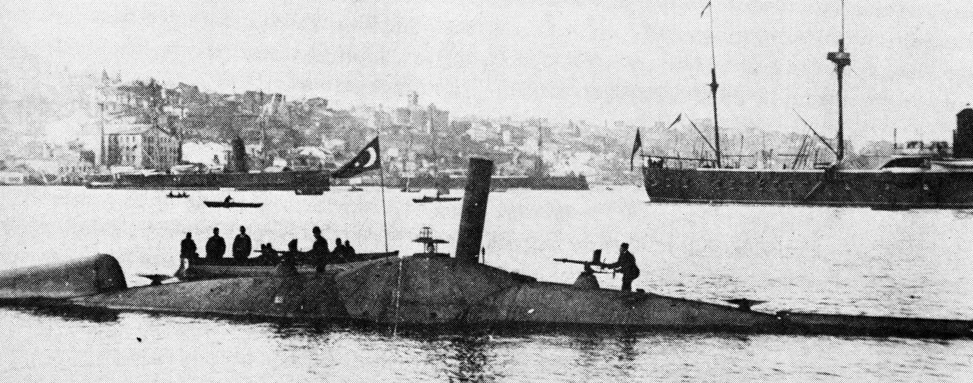 """الغواصتان العثمانيتان """"عبد الحميد"""" و""""عبد المجيد"""" 1920px-Nordenfelt_submarine_Abd%C3%BClhamid"""