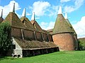 Oasthouses, Sissinghurst Castle - geograph.org.uk - 1276138.jpg