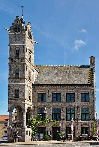 Lo-Reninge - Image: Old town hall and belfry of Lo (DSCF9552)