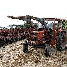 trattori e trattori agricoli stradali gommati cingolati  220px-OlderModelTractor