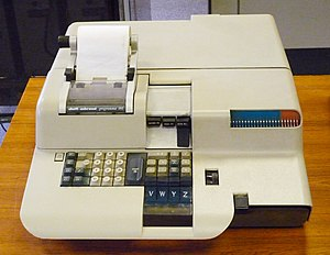 Programma 101 - Front view of a Programma 101 showing the printer and programming keys