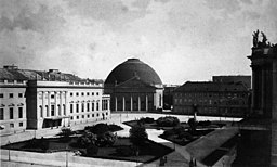 Opernplatz, Photographische Gesellschaft (photographic society) [Public domain], via Wikimedia Commons