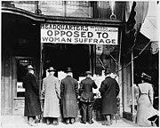 Entrée du siège de l'association opposée au vote des femmes en 1905.