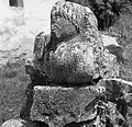 Ostanki kamnite plastike pred cerkvijo v Železnici 1964 (2).jpg