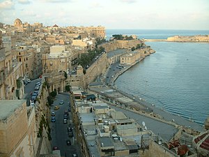 Victoria Gate (Valletta) - The same view in 2004, with Victoria Gate instead of Del Monte Gate and a road and modern buildings instead of Ġnien is-Sultan