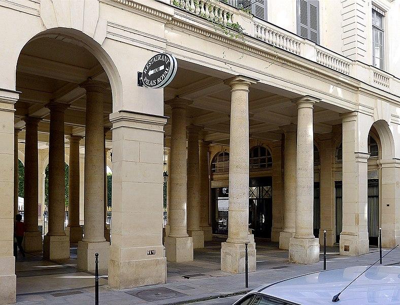 Fichier:P1120923 Paris Ier Palais-Royal péristyle de Beaujolais rwk.JPG