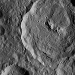 PIA20309-Ceres-DwarfPlanet-Dawn-4thMapOrbit-LAMO-image19-20151224.jpg