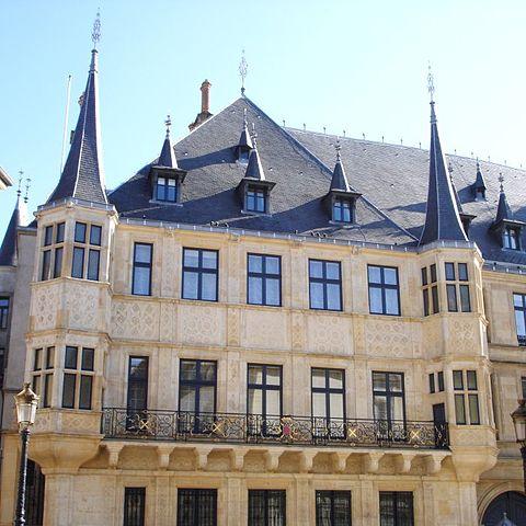 L'hôtel de Courtonne 480px-Palais_grand-ducal_facade